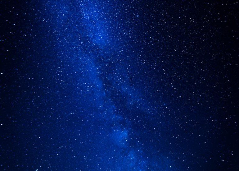 La Via Lattea dietro il Monviso